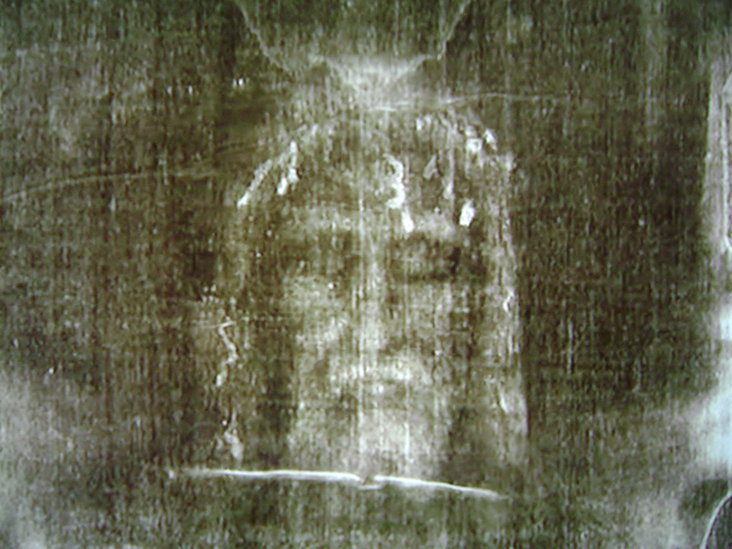 the main features of the shroud of turin Up to one million people are expected to visit the shroud of turin over features hotels to the cathedral and the main altar where the shroud will sit.
